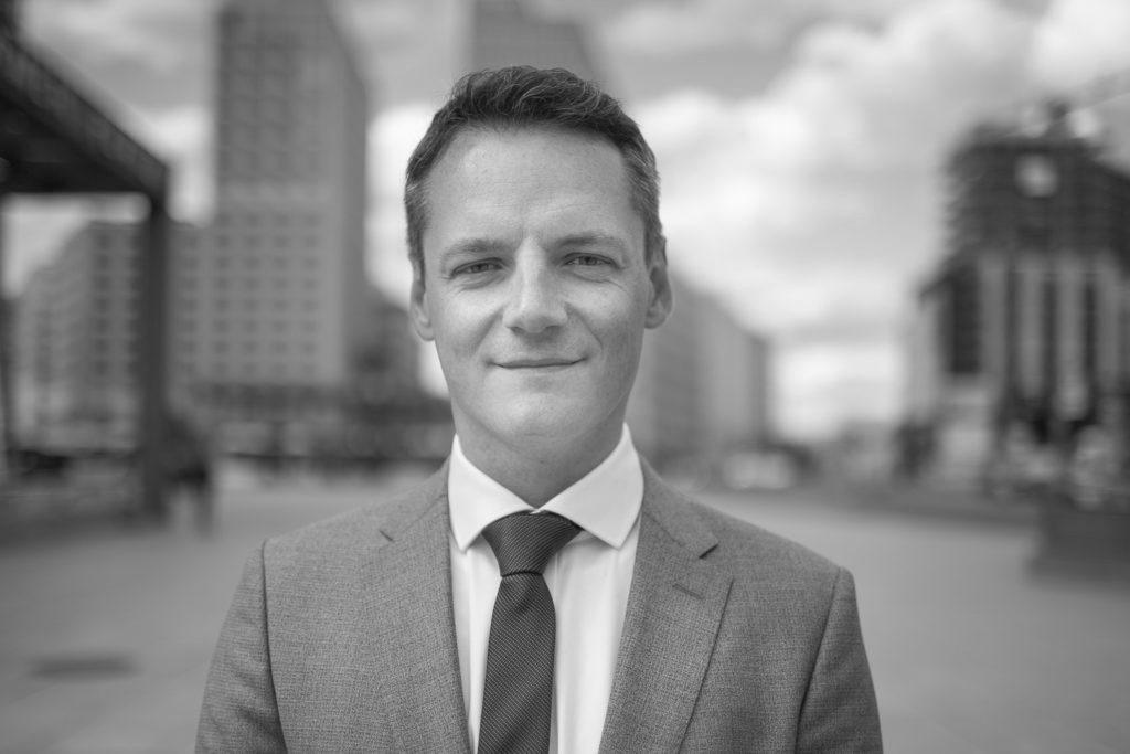 HR UNIVERSAL HR Consultancy - Management - Helmut Tiede